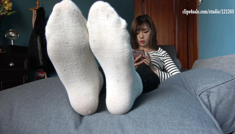 【K&M】KM系列 – Tongtong dirty Socks foot JOI p1 [4k]
